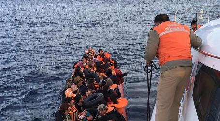 Coast Guards Rescue 126 Refugees off Western Turkey