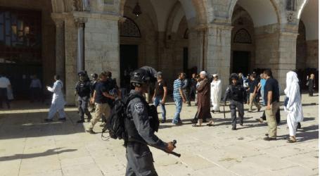 Palestinians, Israeli police clash at Al-Aqsa compound