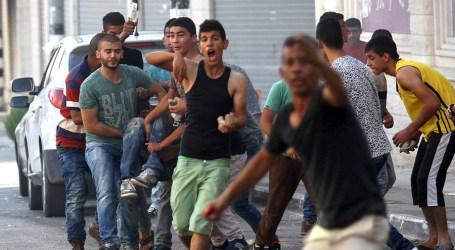 Israeli Troops Wound Three Palestinians in Al-Khalil