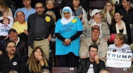 Muslim Woman Removed from Donald Trump Rally 'for Handing out Pens'