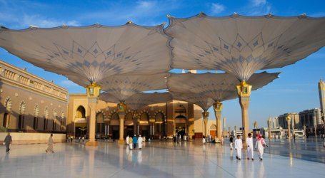 Muslim Pilgrims Flock to Medina after Performing Hajj