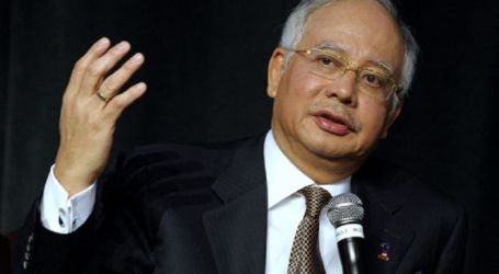 Reporters Converge on Subang Skypark over 'Najib Leaving' Rumour
