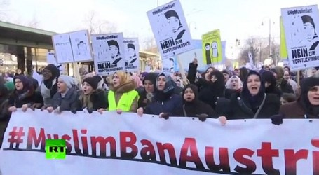 3.000 Muslims Women Protest In Vienna Against Face-Veil Ban Move