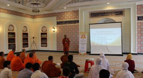 International Youth Discuss the Role of Religion for Peacebuilding in Cambodia