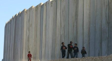Israel Works on Huge Gaza Border Wall to Stymie Hamas amid Tensions