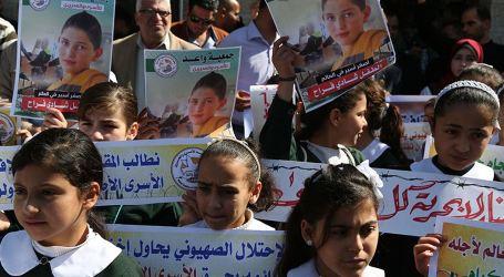 Gaza Schoolgirls Rally in Solidarity with Children in Israeli Jails