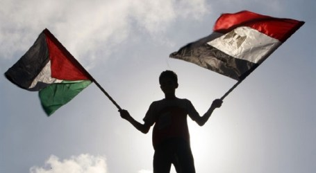 Palestinian Delegation Sets Out for Cairo from Gaza