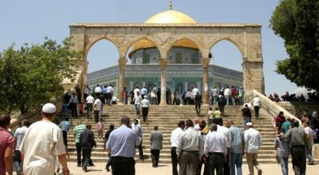 Cleric Calls for Intensifying Palestinian Presence at Aqsa on Tuesday