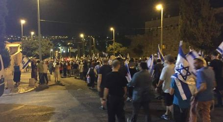 Thousands of Settlers Go On Night March in Old City of Jerusalem