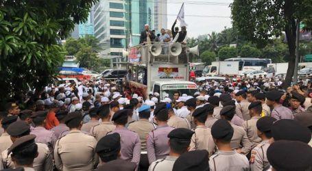 Hardline Islamists Rally in Jakarta after Facebook Blocks 70 Online Groups