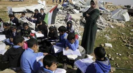 Palestinian Teachers Begin Strike over Delayed Salaries