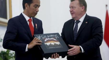 Joko Widodo Pays US$805 to Redeem Metallica Album Given to Him by Danish Prime Minister