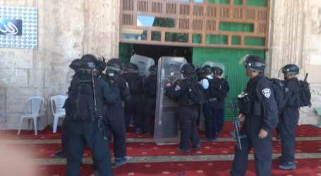 Israeli Police Assault Palestinian Worshippers at Jerusalem's Aqsa Mosque