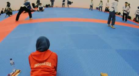 Taekwondo Athlet Defia wins First Gold for Indonesia