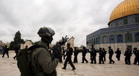 Israeli Police Ban 4 Awqaf Employees from Entering Aqsa