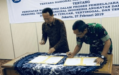 Indonesian Army Sends 900 Soldiers to Teach Schools in Border Areas