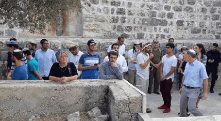 Hundreds of Jewish Settlers Stormed Into Al-Aqsa Mosque