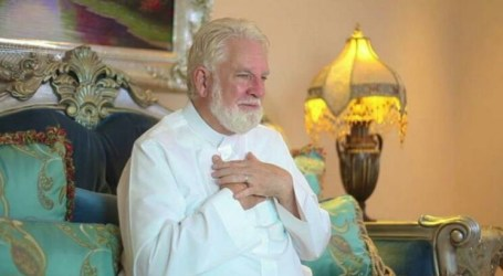 Impressed by Saudi Hospitality, Former US Priest Converts to Islam