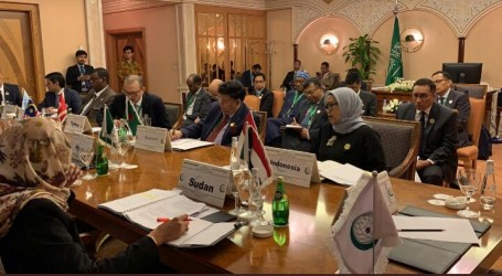 Indonesian FM Attends OIC Summit in Jeddah