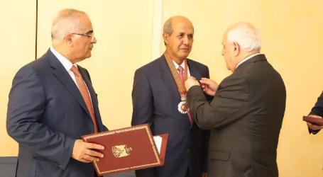 "Palestinian President Awards ""Star of Merit"" to Indonesian Ambassador"
