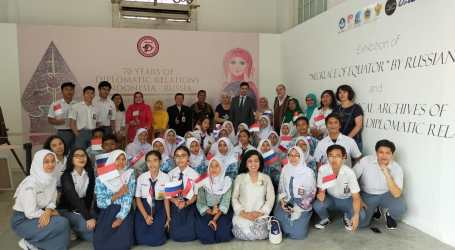 Vladimir Asnimov Gave Special Tour To Students And Teachers In Jakarta