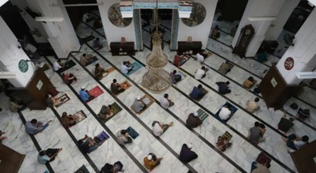 Mosques in Jakarta to Hold Friday Prayers