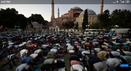 Thousands Muslims Attend First Friday Prayers at Hagia Sophia Mosque