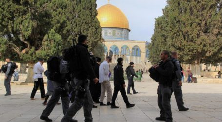 Dozens of Illegal Jewish Tarnish Al-Aqsa Mosque