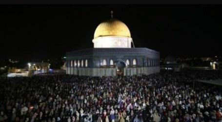 Thousands Muslims Celebrate Prophet's Birthday at Al-Aqsa
