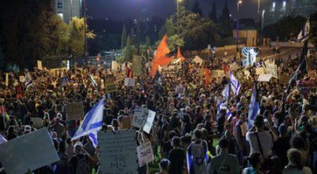 Dozen of Israeli Protest Againts Netanyahu