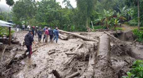 As 900 People Affected by Flash Floods in Indonesia
