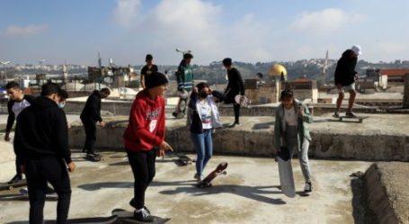 Palestinian Teenagers Play Skateboard in the Israeli Occupied Jerusalem Area