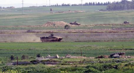 Israeli Tanks Infiltrate Gaza Border and Raze Palestinian Land