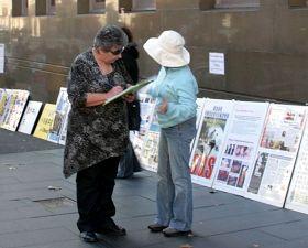 民众签名呼吁制止中共迫害法轮功