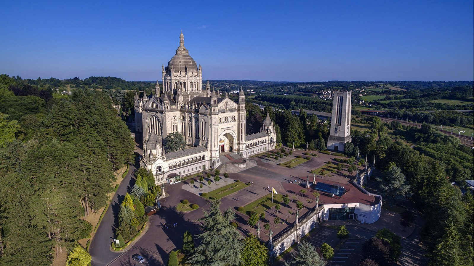 Including all of its territories, france has twelve time zones, the most of any country.its metropolitan area extends from the rhine to the … Visit Lisieux - Normandy Tourism, France