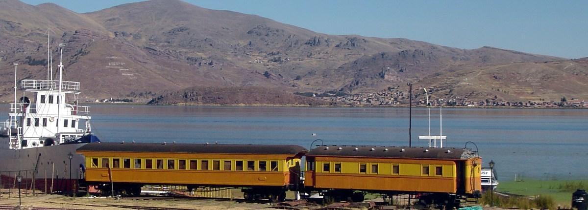 Viajando en tren en el lago Titicaca