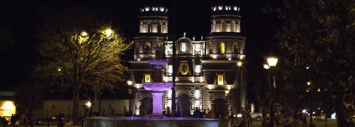 Plaza de Cajamarca por la noche