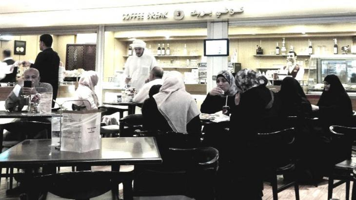 People in a cafe in Saudi Arabia (photo: Ali Takhtkeshha)