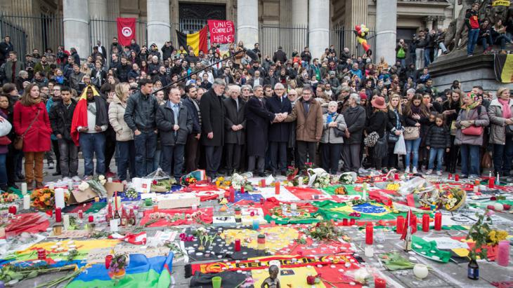 Act of collective mourning led by Belgian Prime Minister Geert Bourgeois in Brussels following the attacks (photo: picture-alliance/dap/A. Belot)