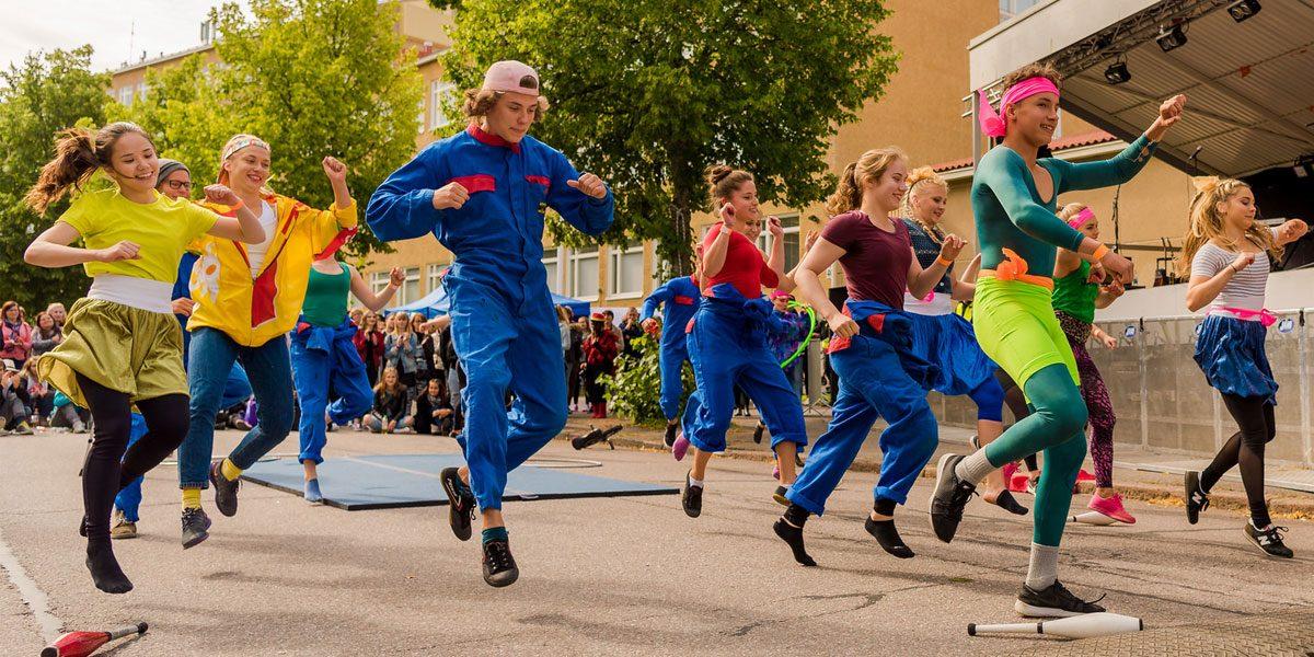 Tanssijat Kyläjuhlilla