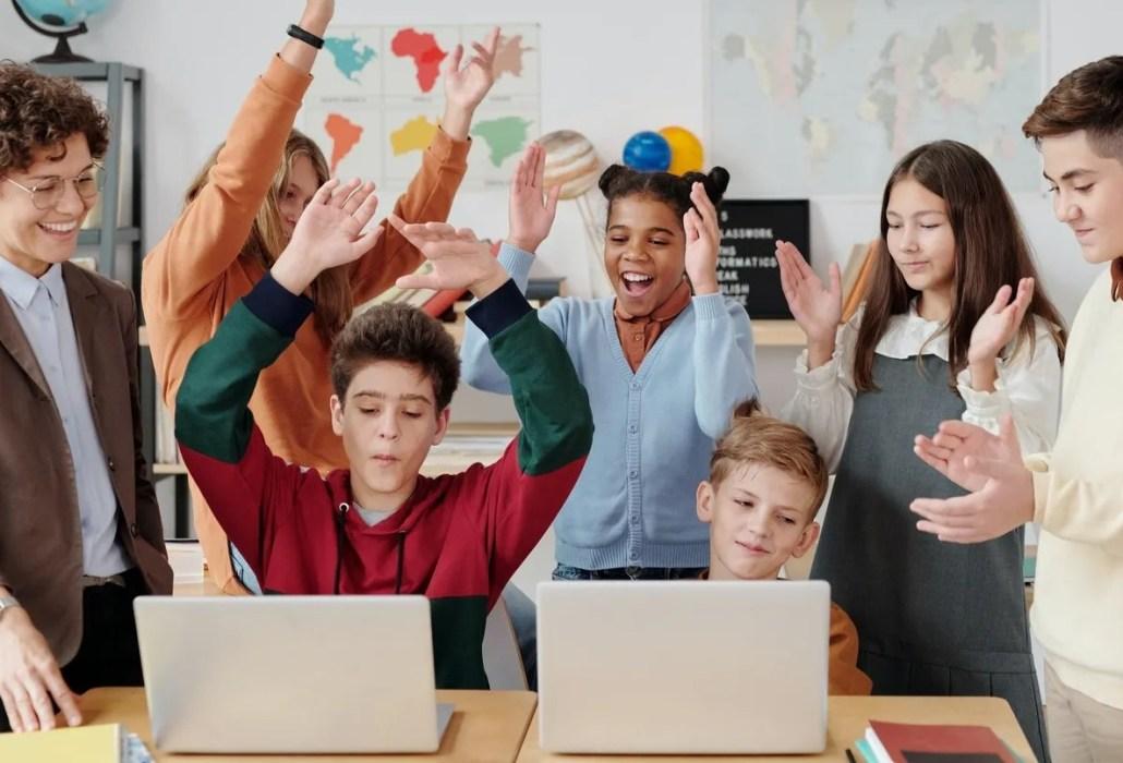 children learning at Split International School