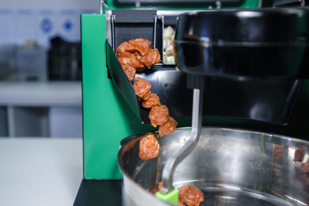 GammaChef robot adding the ingredients