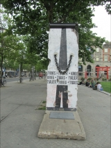 """<h5>The Berlin Wall in Bremen</h5><p>Details, Copyright:  <a href=""""http://en.the-wall-net.org/?p=1373"""">Bremen</a> / more <a href=""""http://en.the-wall-net.org/category/the-berlin-wall/d/"""" >sites in Germany</a></p>"""