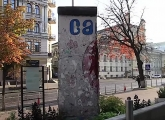 "<h5>The Berlin Wall in Kiev, Ukraine</h5><p>Details, Copyright: <a href=""http://en.the-wall-net.org/?p=164"" >Kiev, UA</a> / more <a href=""http://en.the-wall-net.org/category/the-berlin-wall/eur/"" >sites in Europe</a></p>"