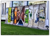 "<h5>The Berlin Wall in Los Angeles, California</h5><p>Details, Copyright:  <a href=""http://en.the-wall-net.org/?p=186"">Los Angeles, CA</a> / more <a href=""http://en.the-wall-net.org/category/the-berlin-wall/us/"" >sites in the USA</a></p>"