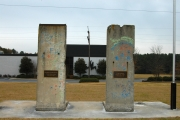 """<h5>The Berlin Wall in Spartanburg, South Carolina</h5><p>Details, Copyright:  <a href=""""http://en.the-wall-net.org/?p=194"""">Spartanburg, SC</a> / more <a href=""""http://en.the-wall-net.org/category/the-berlin-wall/us/"""" >sites in the USA</a></p>"""