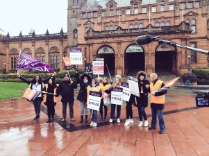 Workers striking at Kelvingrove Art Gallery