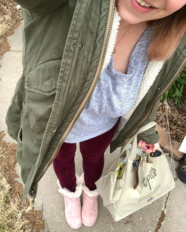 This is my OOTD 🙈😂🙈 same thing I wore alllll day yesterday, plus my pastel furry boots and my fave warm A&F coat — which I need since it is below freezing out right now! The two littlest ones fell asleep and I had to go get groceries…just keeping it real for y'all