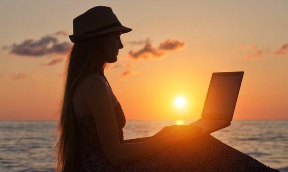 digitale-nomaden-strand-arbeiten