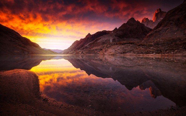 15 Breathtaking Photos of Lakes With Reflections 2